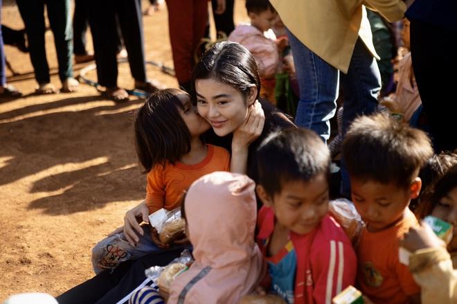 Bất ngờ với hình ảnh giản dị, mộc mạc của Hoa hậu ăn chơi nhất đất Sài Gòn - Ảnh 5.