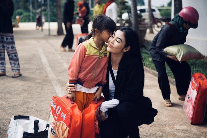 Bất ngờ với hình ảnh giản dị, mộc mạc của Hoa hậu ăn chơi nhất đất Sài Gòn - Ảnh 6.