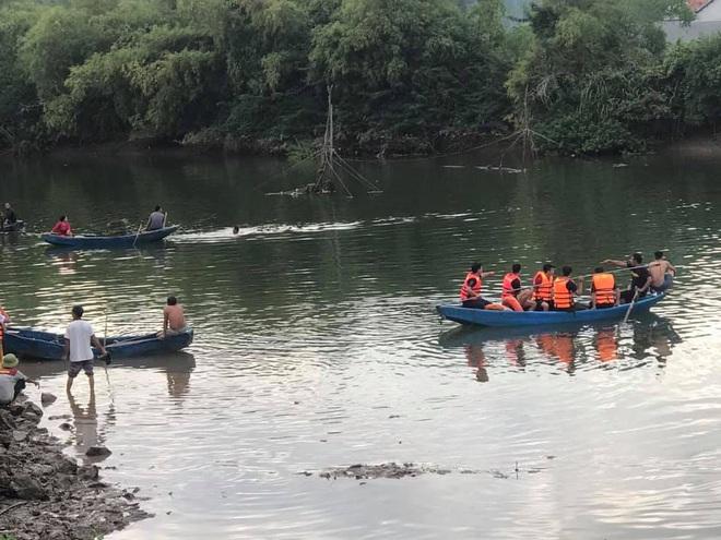 Thuyền chở 7 người ngắm cảnh trên sông bị lật, 2 cha con thiệt mạng - Ảnh 2.