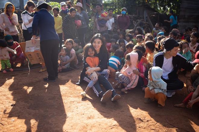 Bất ngờ với hình ảnh giản dị, mộc mạc của Hoa hậu ăn chơi nhất đất Sài Gòn - Ảnh 12.