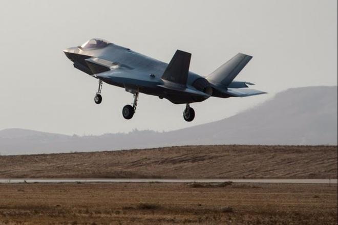 Tướng Mỹ tiết lộ tin chấn động: Tiêm kích F-35 có thể xơi tái tên lửa S-400 Nga - Ảnh 1.