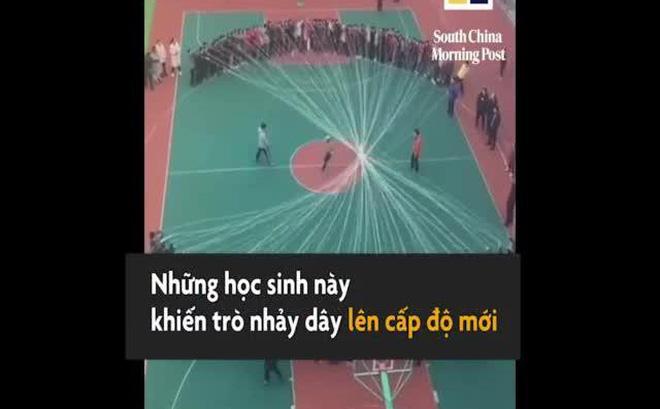 Choáng váng trước màn nhảy dây khác thường của học sinh Trung Quốc