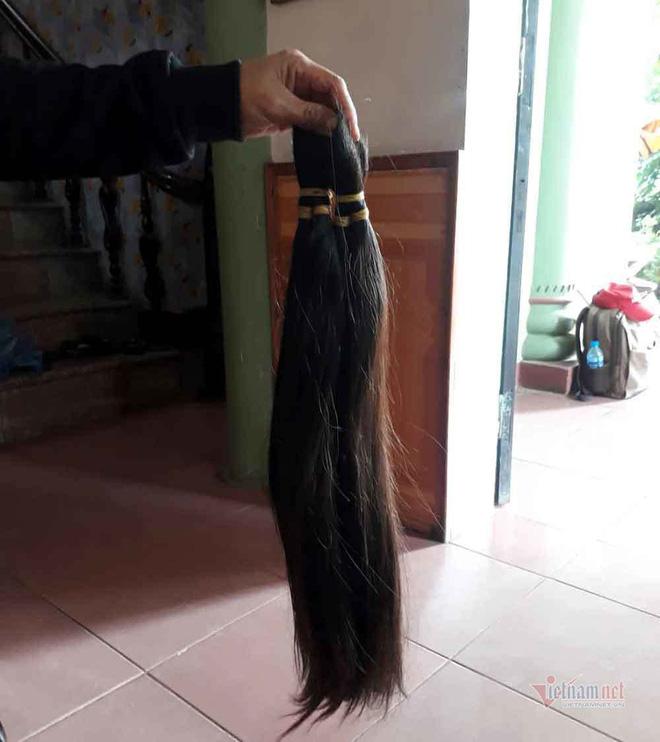 Đi mua tóc dài tóc rối, người đàn ông bị vây bắt, yêu cầu làm chuyện khó tin - Ảnh 4.