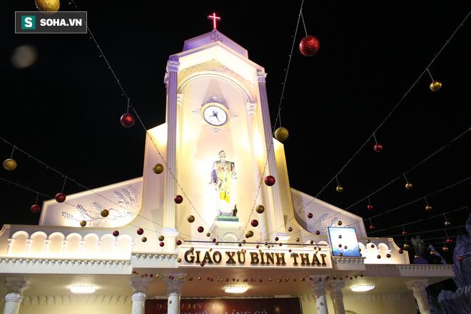 Không khí Giáng sinh ở khu xóm đạo lâu đời nhất Sài Gòn - Ảnh 2.