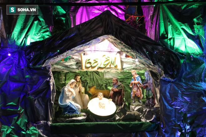 Không khí Giáng sinh ở khu xóm đạo lâu đời nhất Sài Gòn - Ảnh 8.