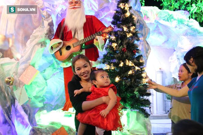 Không khí Giáng sinh ở khu xóm đạo lâu đời nhất Sài Gòn - Ảnh 14.