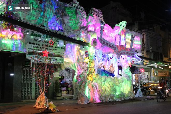 Không khí Giáng sinh ở khu xóm đạo lâu đời nhất Sài Gòn - Ảnh 10.