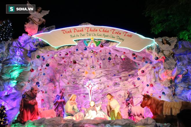 Không khí Giáng sinh ở khu xóm đạo lâu đời nhất Sài Gòn - Ảnh 5.
