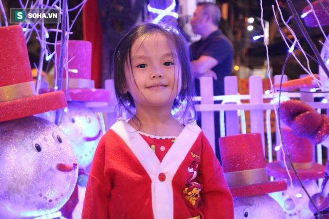 Không khí Giáng sinh ở khu xóm đạo lâu đời nhất Sài Gòn - Ảnh 13.
