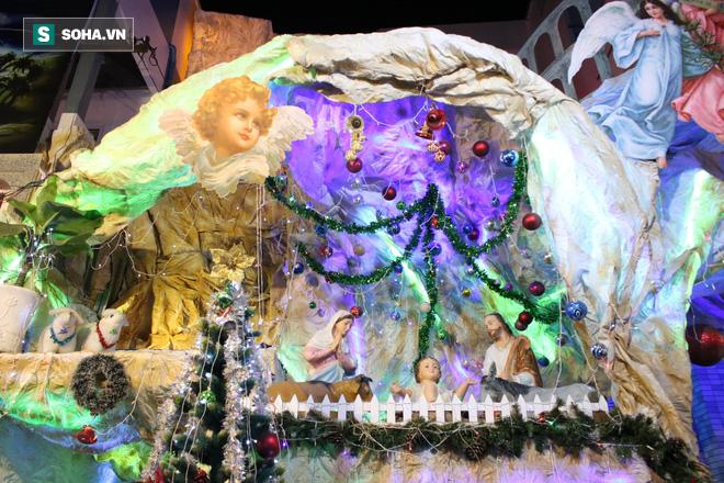 Không khí Giáng sinh ở khu xóm đạo lâu đời nhất Sài Gòn - Ảnh 9.