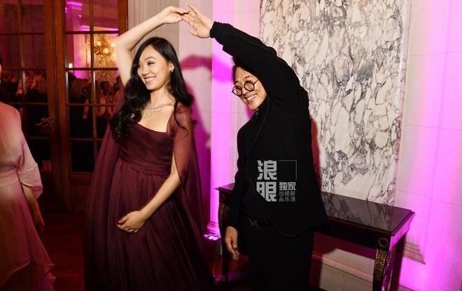 Con gái Lý Liên Kiệt khí chất nổi bật tại vũ hội dành cho con nhà giàu Paris - Ảnh 3.