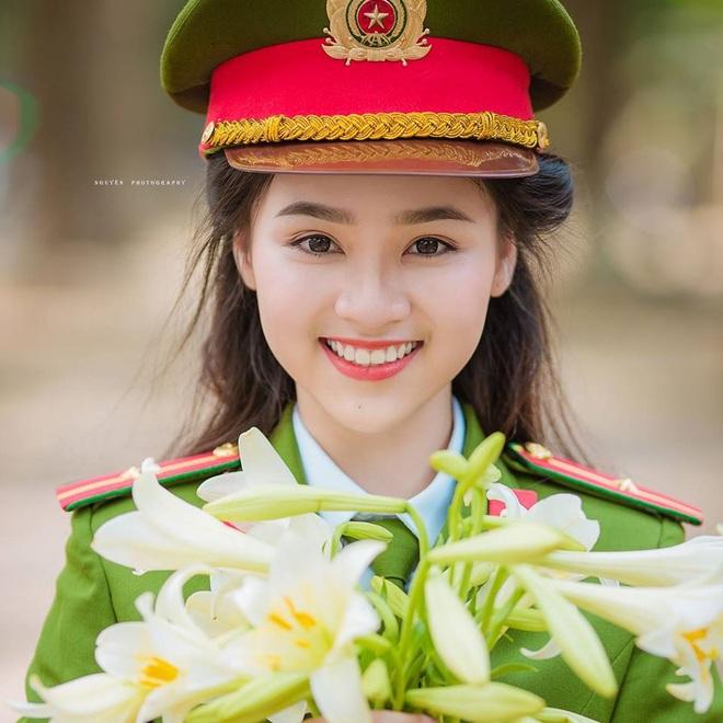 Xuất hiện giữa vườn hoa dã quỳ, cô gái 18 tuổi khiến dân mạng truy tìm, thấy nụ cười ai cũng hiểu lý do - ảnh 6