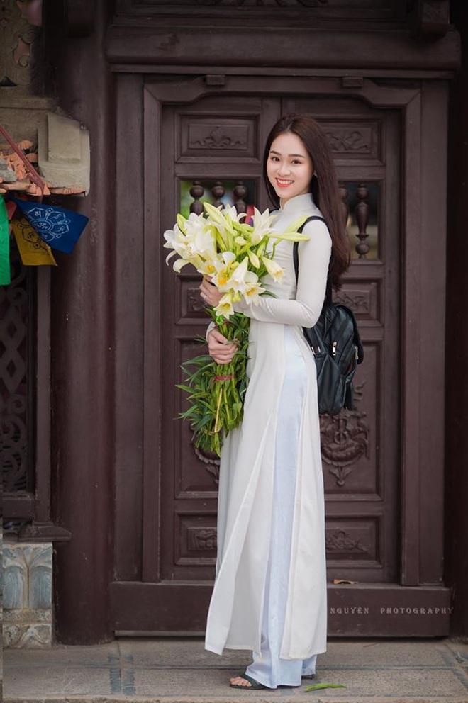 Xuất hiện giữa vườn hoa dã quỳ, cô gái 18 tuổi khiến dân mạng truy tìm, thấy nụ cười ai cũng hiểu lý do - ảnh 9