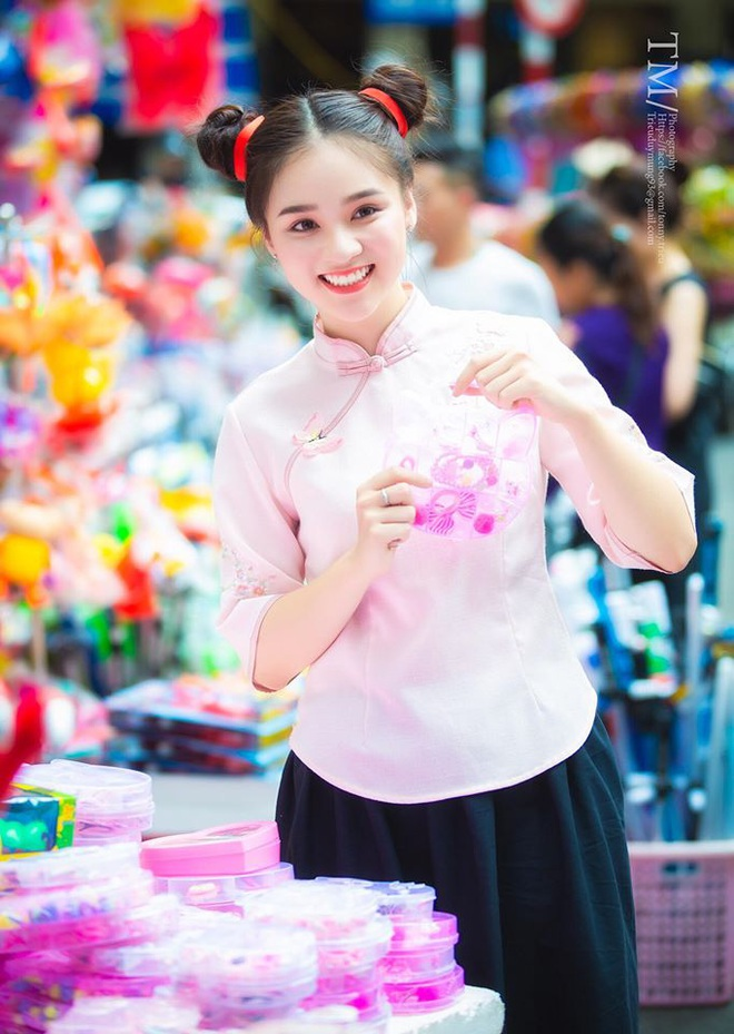 Xuất hiện giữa vườn hoa dã quỳ, cô gái 18 tuổi khiến dân mạng truy tìm, thấy nụ cười ai cũng hiểu lý do - ảnh 11