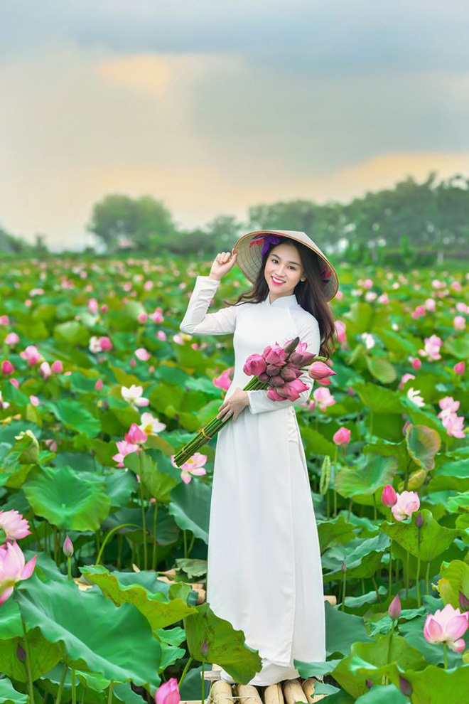 Xuất hiện giữa vườn hoa dã quỳ, cô gái 18 tuổi khiến dân mạng truy tìm, thấy nụ cười ai cũng hiểu lý do - ảnh 7
