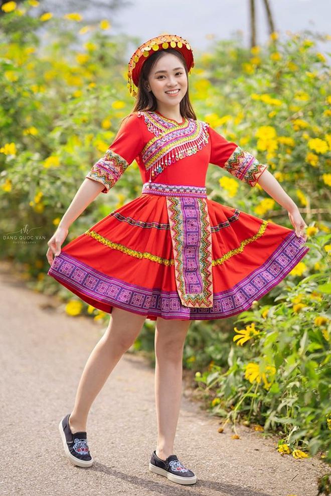 Xuất hiện giữa vườn hoa dã quỳ, cô gái 18 tuổi khiến dân mạng truy tìm, thấy nụ cười ai cũng hiểu lý do - ảnh 4