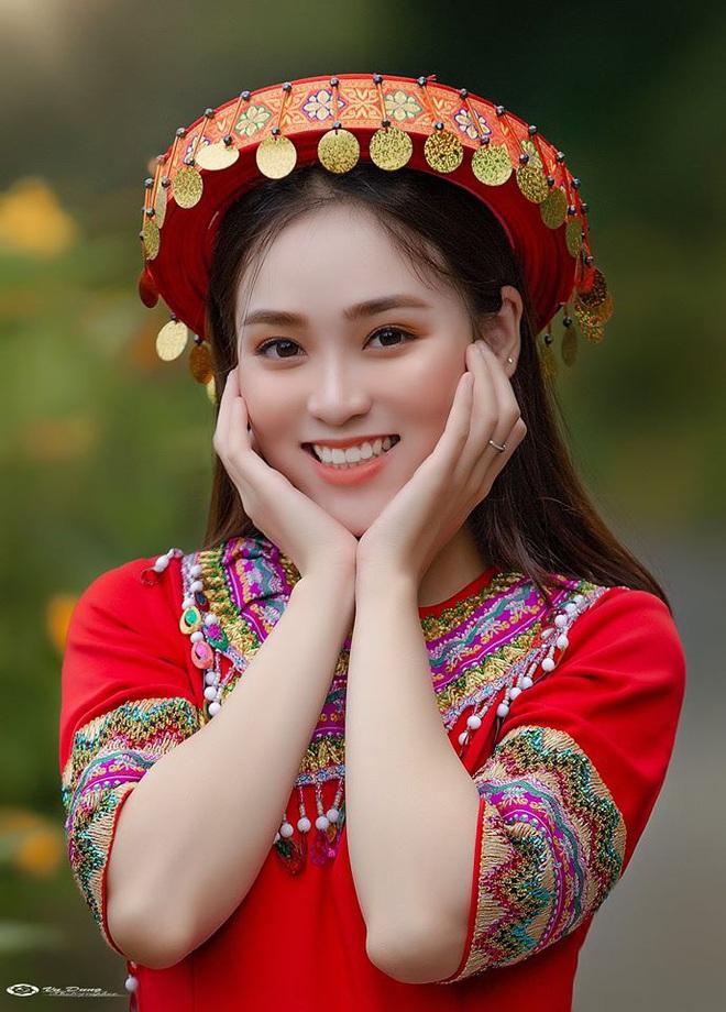 Xuất hiện giữa vườn hoa dã quỳ, cô gái 18 tuổi khiến dân mạng truy tìm, thấy nụ cười ai cũng hiểu lý do - ảnh 5