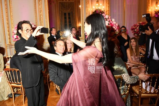 Con gái Lý Liên Kiệt khí chất nổi bật tại vũ hội dành cho con nhà giàu Paris - Ảnh 4.