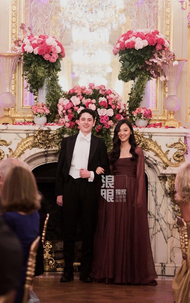 Con gái Lý Liên Kiệt khí chất nổi bật tại vũ hội dành cho con nhà giàu Paris - Ảnh 1.