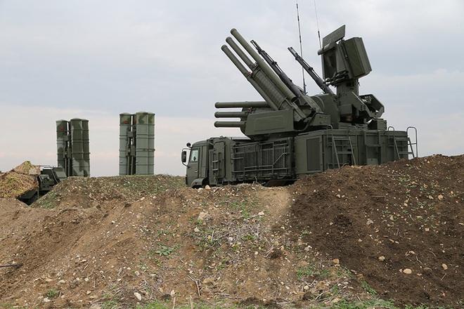Tên lửa Nga giả mù, giả điếc trước các đòn tấn công của Mỹ - Israel vào Syria? - Ảnh 1.