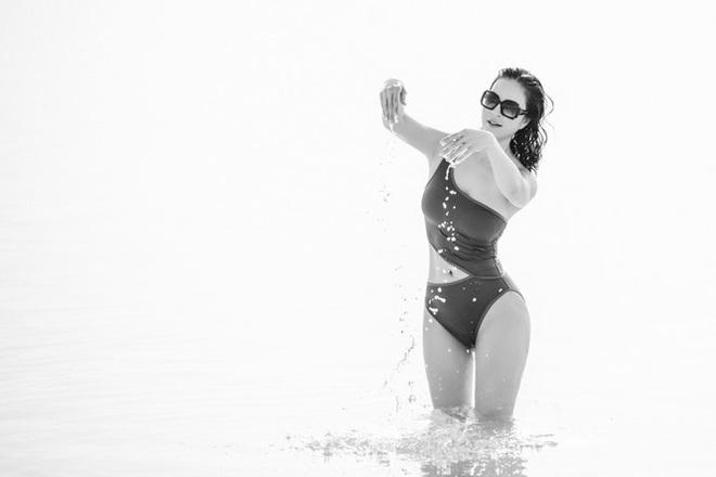 MC Thanh Mai gây choáng khi mặc bikini khoe body không tỳ vết ở tuổi 46 - Ảnh 3.