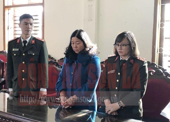 Gian lận thi ở Sơn La: Chủ tịch Hội Nông dân huyện vừa bị khởi tố từng phủ nhận đưa hối lộ 440 triệu - Ảnh 1.