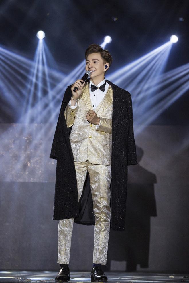 Ninh Dương Lan Ngọc mặc sexy, liên tục trêu ghẹo Ngô Kiến Huy trước hàng nghìn khán giả - Ảnh 18.