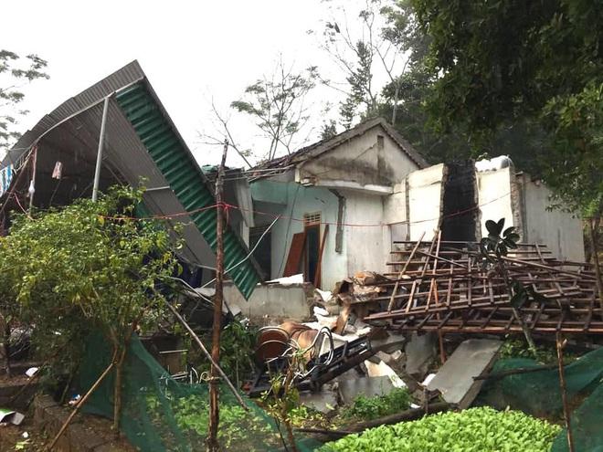 Hiện trường vụ nổ kinh hoàng tại Nghệ An khiến 2 cha con tử vong, con dâu sẩy thai - Ảnh 1.