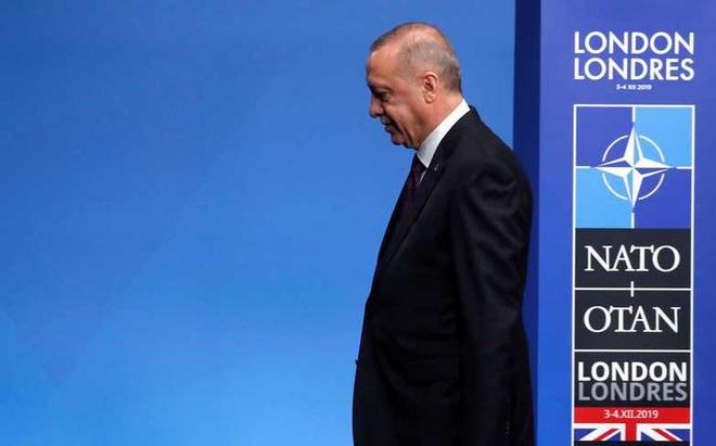 """NATO """"đánh hội đồng"""", """"gấu Nga giơ nanh vuốt"""": Rốt cuộc S-400 là """"cứu cánh"""" hay """"ngày tận thế"""" của Thổ Nhĩ Kỳ?"""