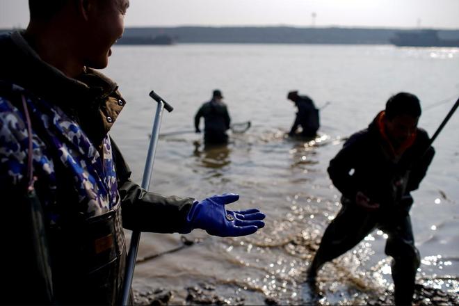 Hồ nước ngọt lớn nhất TQ chết khô: Ngư dân nổi giận nói thẳng đập Tam Hiệp là hung thủ - Ảnh 1.