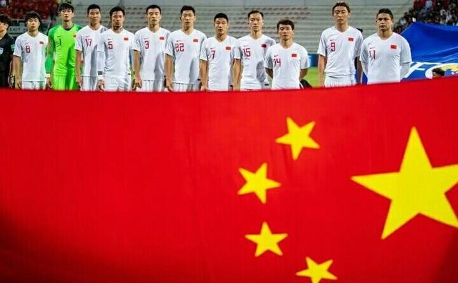 Xếp hạng kém nhất trong 2 năm, CĐV Trung Quốc nhắc tên Việt Nam kèm câu chuyện buồn lòng