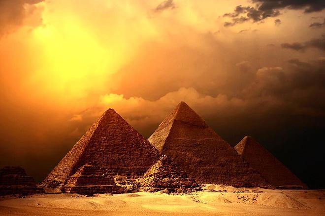 Kim tự tháp Ai Cập là siêu phẩm của người ngoài hành tinh? Thuyết âm mưu đưa bằng chứng - Ảnh 2.