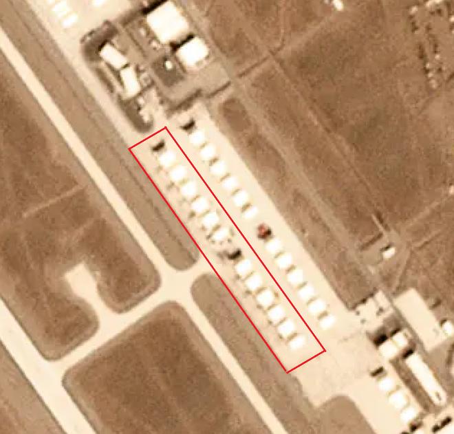 Ảnh vệ tinh để lộ khung cảnh bất thường: 12 máy bay lạ xuất hiện ở căn cứ tuyệt mật của Mỹ - Ảnh 2.