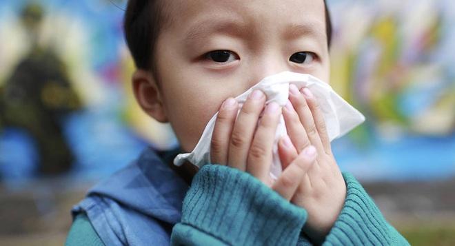 Trước dịch cúm đang hoành hành, chuyên gia tiết lộ dấu hiệu mắc bệnh cúm ở trẻ cần phải nhập viện ngay! - Ảnh 1.