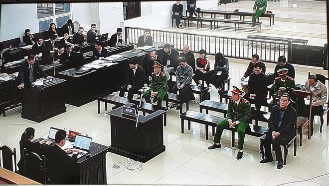Ngày 5 xử vụ AVG: Con rể cựu Bộ trưởng Nguyễn Bắc Son hứa 8h sáng thứ 2 sẽ nộp 12,5 tỷ đồng khắc phục hậu quả - Ảnh 9.