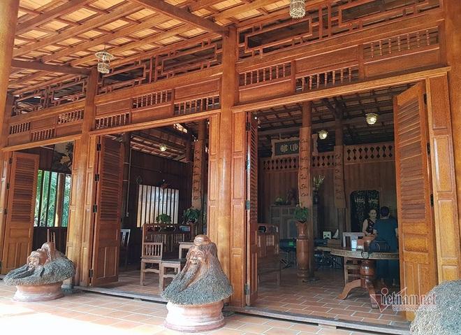 Lùng dừa trăm tuổi 10 năm, vợ chồng lão nông cất nhà độc nhất miền Tây - Ảnh 3.