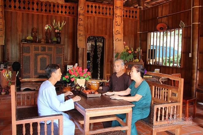 Lùng dừa trăm tuổi 10 năm, vợ chồng lão nông cất nhà độc nhất miền Tây - Ảnh 4.