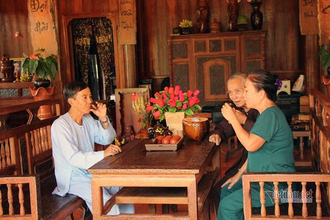 Lùng dừa trăm tuổi 10 năm, vợ chồng lão nông cất nhà độc nhất miền Tây - Ảnh 5.