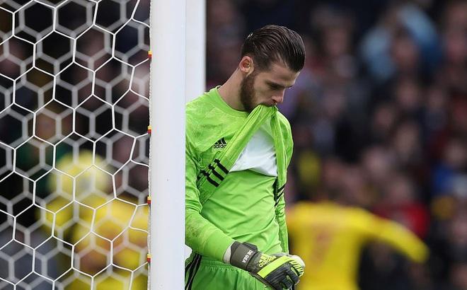 """De Gea mắc sai lầm thảm họa, Man United """"cúi đầu"""" rời sân của đội bét bảng"""