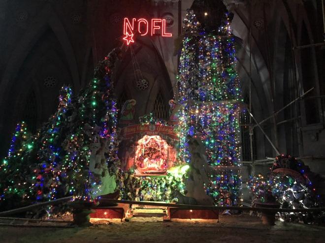Mãn nhãn với hàng trăm hang đá rực rỡ chuẩn bị cho đêm Noel 2019 tại Nam Định - Ảnh 14.
