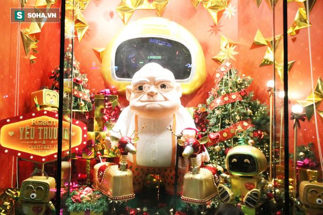 Không khí Giáng sinh tràn ngập đường phố Sài Gòn - Ảnh 2.