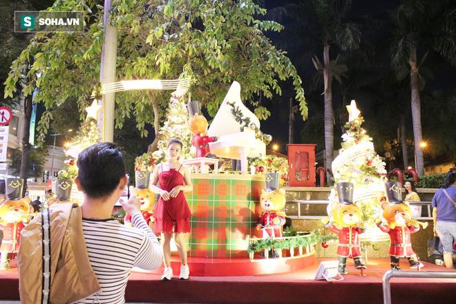 Không khí Giáng sinh tràn ngập đường phố Sài Gòn - Ảnh 5.