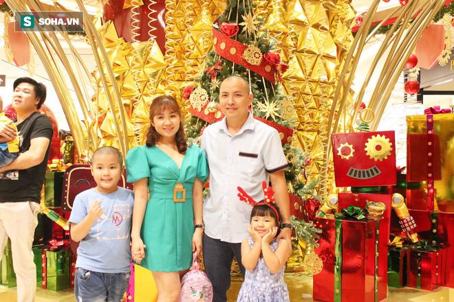 Không khí Giáng sinh tràn ngập đường phố Sài Gòn - Ảnh 3.