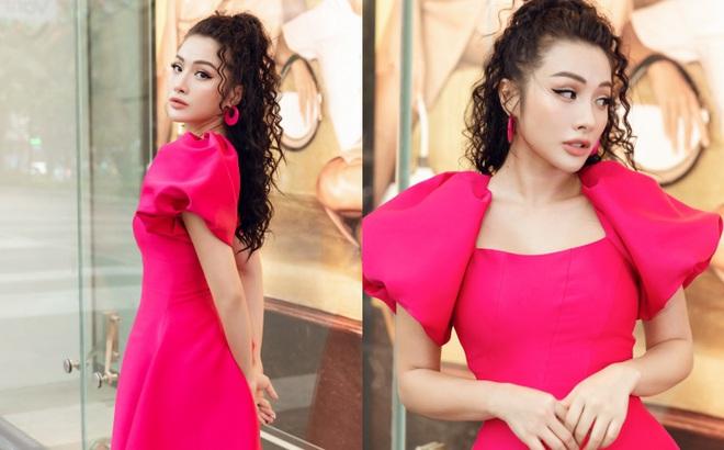 Yaya Trương Nhi kín đáo nhưng vẫn quyến rũ với set đồ màu hồng ấn tượng