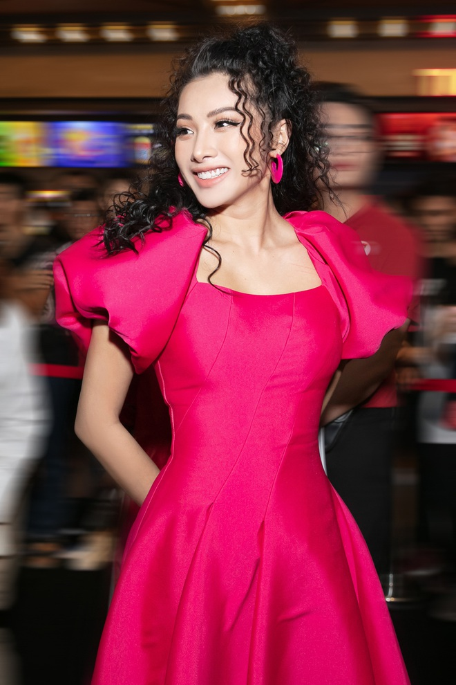 Yaya Trương Nhi kín đáo nhưng vẫn quyến rũ với set đồ màu hồng ấn tượng - Ảnh 8.