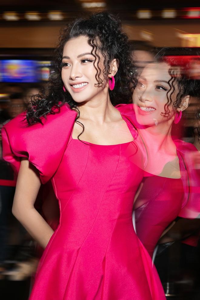 Yaya Trương Nhi kín đáo nhưng vẫn quyến rũ với set đồ màu hồng ấn tượng - Ảnh 2.