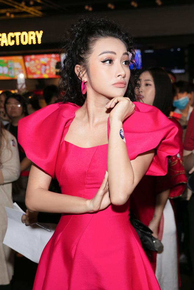 Yaya Trương Nhi kín đáo nhưng vẫn quyến rũ với set đồ màu hồng ấn tượng - Ảnh 7.