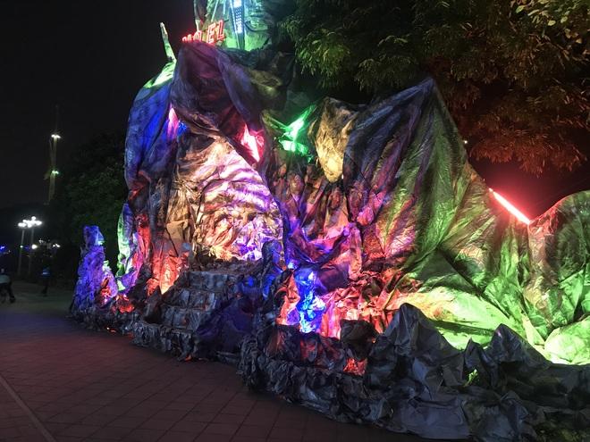 Mãn nhãn với hàng trăm hang đá rực rỡ chuẩn bị cho đêm Noel 2019 tại Nam Định - Ảnh 24.