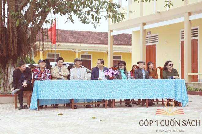 Về quê hương Can Lộc trao sách, đánh thức lòng tự hào dân tộc trong học sinh - Ảnh 4.