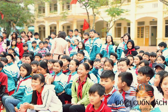 Về quê hương Can Lộc trao sách, đánh thức lòng tự hào dân tộc trong học sinh - Ảnh 1.